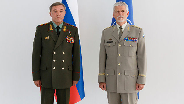 Начальник Генерального штаба Вооруженных сил РФ Валерий Герасимов и представитель военного комитета НАТО генерал-полковник Петр Павел во время встречи в Баку. 7 сентября 2017
