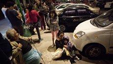 Люди собрались на улице в центре Мехико в процессе землетрясения 7 сентября 2017