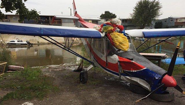 Самолет напарашюте приземлился вкамыши под Кронштадтом