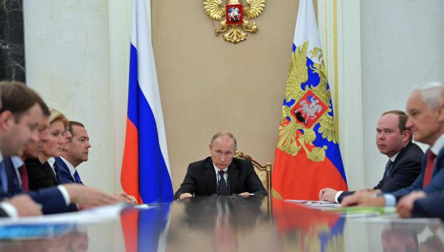 Владимир Путин овыходе экономики изкризиса: жители России «постепенно ощутят положительные факторы»