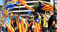 Участники акции на улицах Барселоны в поддержку референдума за независимость и отделение Каталонии от Испании