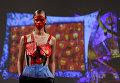Модели во время показа коллекции дизайнера Лю Болин на неделе моды в Нью-Йорке