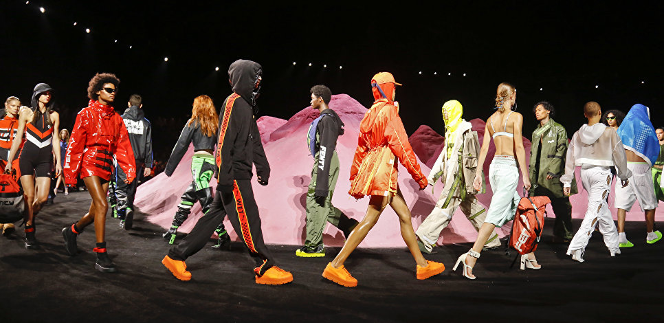 Показ коллекции певицы Рианны для бренда Puma на неделе моды в Нью-Йорке