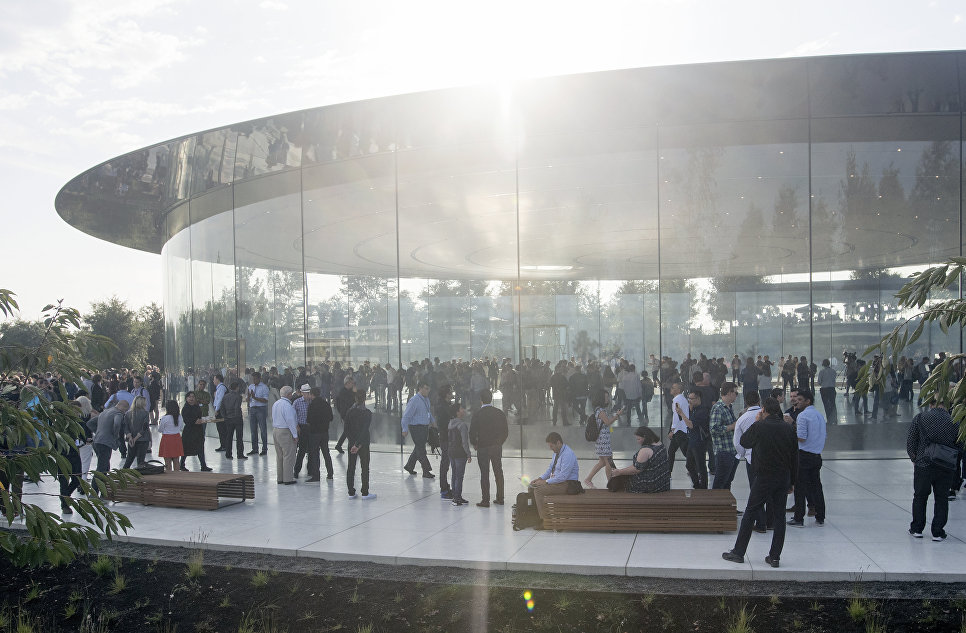 Представители СМИ в штаб-квартире Apple в Купертино