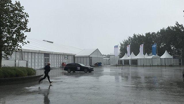 Посетителей и участников выставки Husum Wind 2017, посвященной энергетике и ветрогенерации, эвакуировали из-за сильного ветра