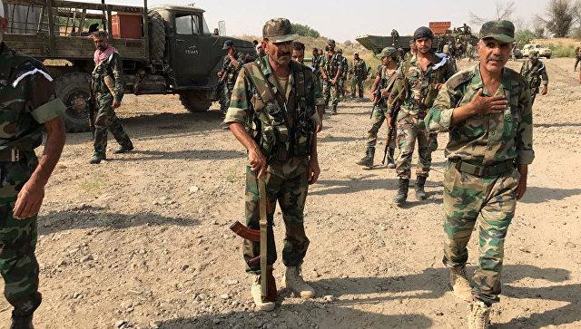 Бойцы сирийской армии перед форсированием реки Ефрат в районе города Дейр-эз-Зор. Архивное фото