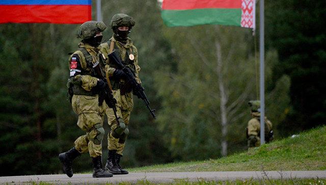 Флаги России и Белоруссии. Архивное фото