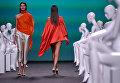 Модели во время показа коллекции дизайнера Ulises Merida на Неделе моды в Мадриде. 15 сентября 2017