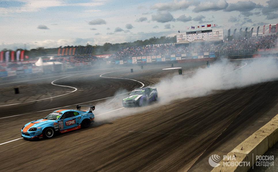 Гонщики принимают участие в международных соревнованиях по автомобильному дрифту Asia Pacific D1 PrimRingGP 2017 в пригороде Владивостока