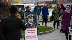 Одиночный пикет у ТРЦ Галерея Новосибирск, где проходит предпремьерный показ фильма Матильда