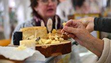 Дегустация сырной продукции на гастрономическом фестивале Золотая осень в Москве