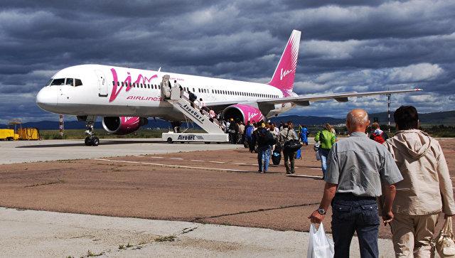 Посадка пассажиров в самолет авиакомпании ВИМ-Авиа