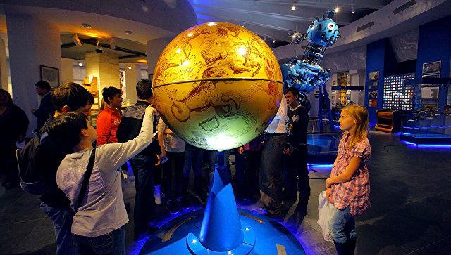 Дети на экскурсии в Московском планетарии. Архивное фото