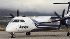 Самолет Bombardier Q400 авиакомпании Аврора в аэропорту Менделеево на острове Кунашир. 24 сентября 2017