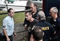 Сопровождение гражданина России Александра Винника, арестованного в Греции по обвинению в отмывании денег, в аэропорту в Салониках. 29 сентября 2017