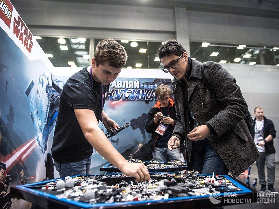 Посетители на выставке ИгроМир-2017 и фестивале Comic Con Russia — 2017 в Москве