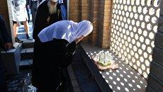 Патриарх Московский и Всея Руси Кирилл во время посещения источника у гробницы пророка Даниила в Самарканде. 30 сентября 2017