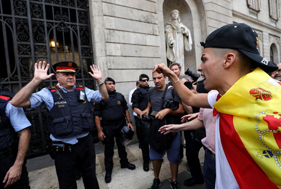 Референдум уКаталонії: між поліцією і виборцями сталися сутички
