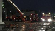 Машины МЧС во время ликвидации пожара. Архивное фото