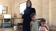 Женщина с детьми в жилом доме в Дейр-эз-Зоре