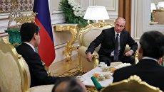Владимир Путин и президент Туркмении Гурбангулы Бердымухамедов во время беседы в дворцовом комплексе президента Туркмении им. Огузхана в Ашхабаде. 2 октября 2017