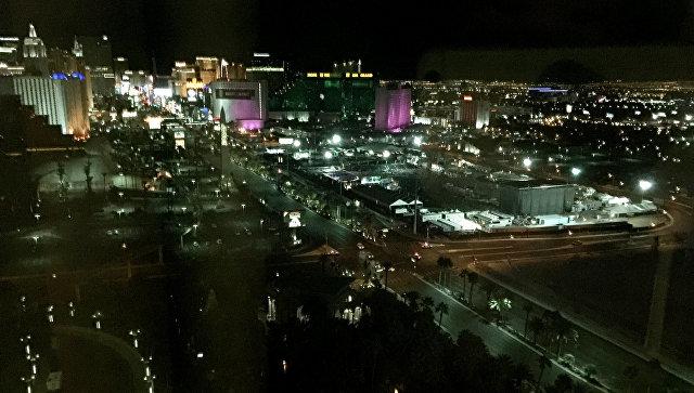Вид на место трагедии из окна отеля Mandalay Bay в Лас-Вегасе. Архивное фото