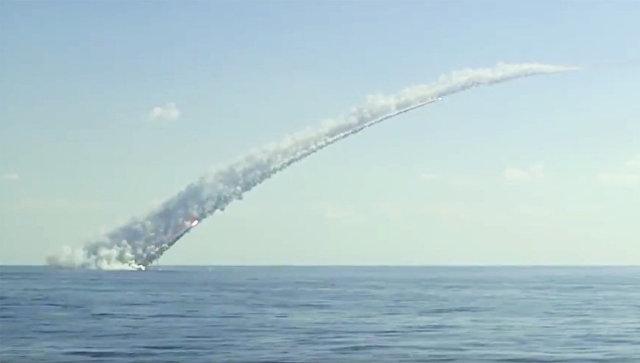 Запуск ракет Калибр с российских подлодок по объектам террористов в Сирии. Архивное фото