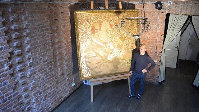 Презентация арт-объекта «Золотой Путин» вгалерее художника Сергиенко