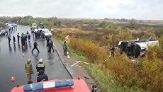 Автобус с 39 пассажирами перевернулся в Подмосковье. Видео с места ЧП