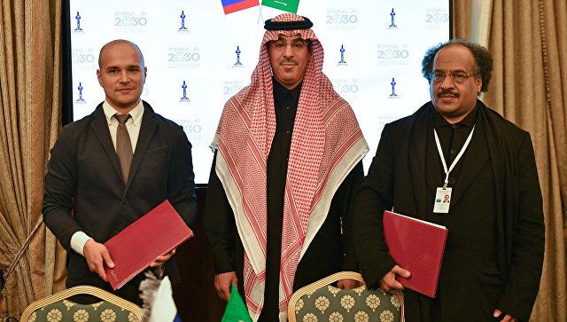 Антон Анисимов, Авад Бен Салех Аль-Авад и Насер Аль Хеджаилан после церемонии подписания протокола о намерениях