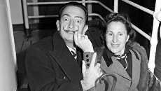 Сальвадор Дали с женой Галой на борту лайнера Звезда Америки, 24 декабря 1951