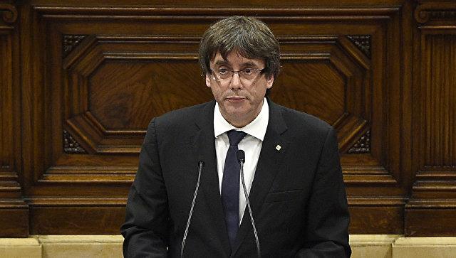 Глава Женералитета Карлес Пучдемон  выступает перед каталонским парламентом. 10 октября 2017