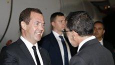 Председатель правительства РФ Дмитрий Медведев и премьер-министр Марокко Саад ад-Дин аль-Османи во время встречи в аэропорту Рабата. 10 октября 2017