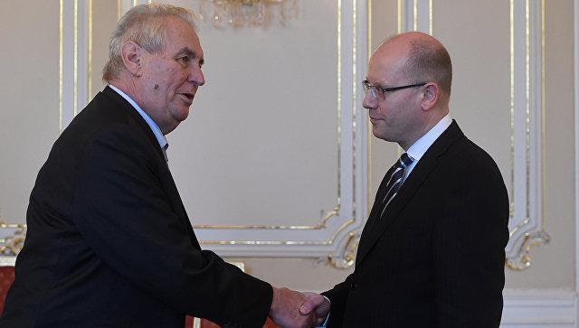Президент Чехии Милош Земан и премьер-министр Богуслав Соботка. Архивное фото