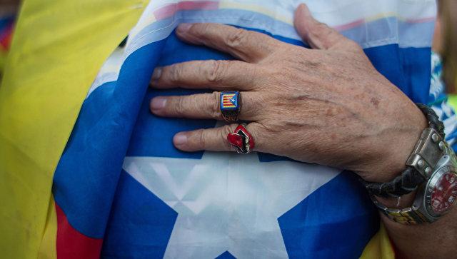 Житель Барселоны в ожидании оглашения парламентом итогов референдума о независимости Каталонии. Архивное фото