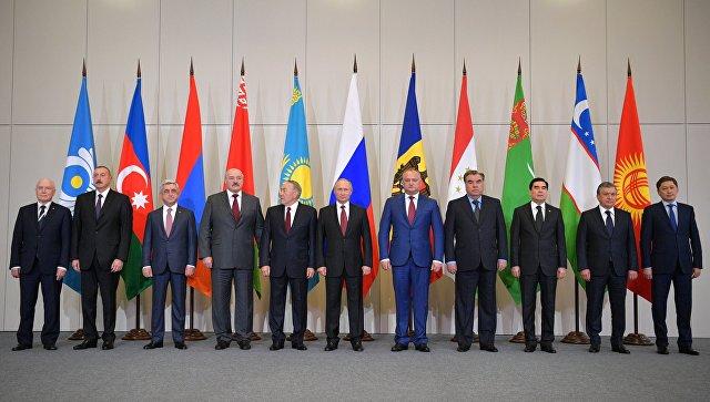 Церемония фотографирования глав государств – участников СНГ в Сочи. 11 октября 2017