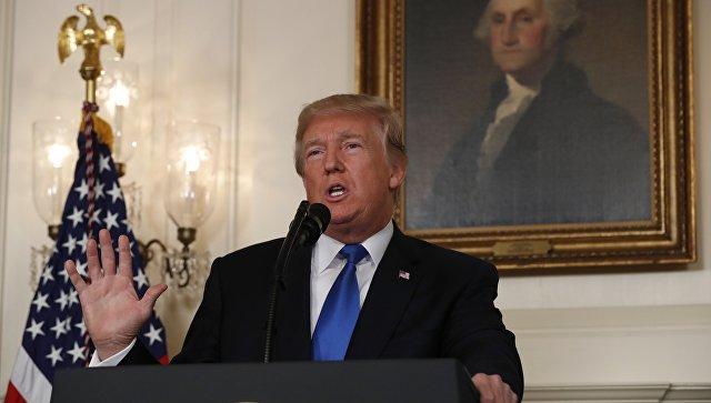 Президент США Дональд Трамп говорит об Иране в Дипломатической комнате Белого дома в Вашингтоне, США. 13 октября 2017
