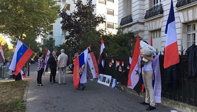 В Париже проходит акция в поддержку действий России в Сирии