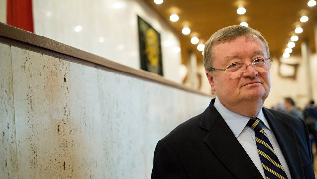 Постоянный представитель РФ в ЮНЕСКО Александр Кузнецов перед выборами генерального директора ЮНЕСКО в Париже. 13 октября 2017