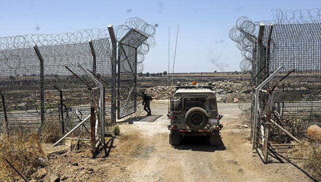 Израильские военные возле израильско-сирийской границы. Архивное фото