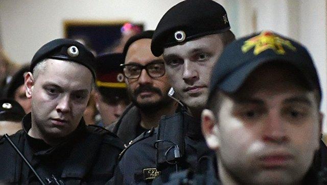 Кинорежиссер Серебренников доставлен вБасманный суд для продления домашнего ареста