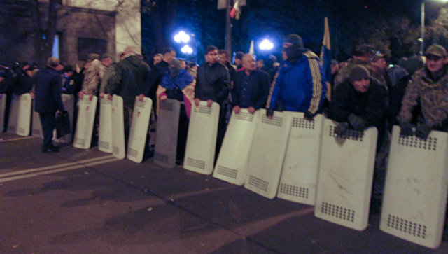 Украинские полицейские рассказали, из-за чего произошла потасовка у Рады