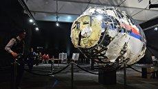Представление доклада об обстоятельствах крушения лайнера Boeing 777 Malaysia Airlines (рейс MH17) на востоке Украины 17 июля 2014 года на военной базе Гилзе-Рейен в Нидерландах. Архивное фото