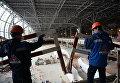 Рабочие на территории строительства нового терминала аэропорта Домодедово
