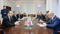 Встреча Министра внутренних дел РФ Владимира Колокольцева с Послом США в России Джоном Хантсманом. 20 октября 2017