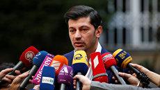 Кандидат в мэры Тбилиси Каха Каладзе выступает перед журналистами, Грузия. 21 октября 2017