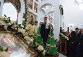 Патриарх Московский и всея Руси Кирилл во время служения чина Великого освящения храма преподобного Сергия Радонежского на Ходынском поле