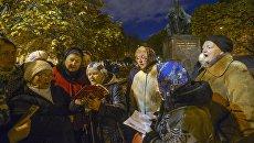 Противники фильма Матильды режиссера Алексея Учителя во время молельного стояния перед началом премьерного показа кинофильма в Мариинскогом театре Санкт-Петербурга. 23 октября 2017