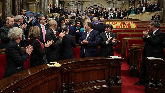 Парламент Каталонии после голосования за независимость от Испании