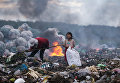 Quoc Nguyen Linh Vinh. The hopeful eyes of the girl making a living by rubbish